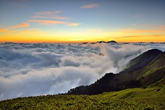 Sea of clouds, Mt. Hehuan  (Vincent_Ting) Tags:    sunset   clouds  sky    taiwan formosa    flare    star startrails trails  night  crepuscularrays glow mountain moonlight     milkyway galaxy  sunrise   hthehuan     vincentting mountainhehuan seaofclouds