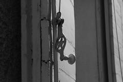 Espagnolette (Pi-F) Tags: fentre volet bois fer peinture texture france nb nbbwsw cahors lumire toile