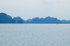 Halong bay skyline (MicheleSana) Tags: vietnam halong bay sea china ocean mare cinese oceano acqua water h2o summer august agosto 2016 nikon d3100 skyline nature natura contrasto blue blu