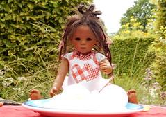 Leletis Eiernudeln ... (Kindergartenkinder) Tags: dolls himstedt annette kindergartenkinder essen park gruga garten kind personen leleti kochen