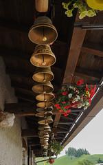 20160806_038_DennisWansink (Dennis Wansink) Tags: zoogdiervereniging zomerkamp bergen jura bel koe decoratie vaud zwitserland ch