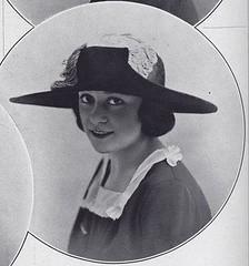 chapeau 1922 (.pintuck) Tags: lesmodesparis1922 lesmodesparis 1922 1920s 1920sstyle juliettebretagne chapeau1922 chapeau