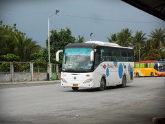 Husky Tours 4288 (Monkey D. Luffy 2) Tags: sunlong mindanao bus photography philbes philippine philippines enthusiasts society