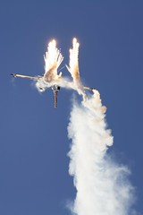 F-16AM - Belgian AF @ LZSL (stecker.rene) Tags: flares angel wings f16am belgianairforce nato demo team lzsl sliac afb airbase smoke sky fightingfalcon lockheed general dynamics gd aerialdisplay flyingdisplay airshow siaf siaf16 siaf2016 slovakia releasing flare countermeasure fighterjet military jet aircraft canon eos7d tamron 150600mm