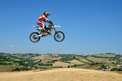 Un salto sulle colline marchigiane (luporosso) Tags: sport motocross cross salto jump bike moto marche italia italy colline hills
