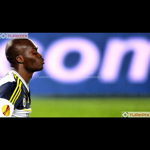 Fenerbahce's Moussa Sow during their UEFA Europa League Group Stage Group C soccer match Fenerbahce between AEL Limassol at Sukru Saracaoglu stadium in Istanbul Turkey on Thursday 08 November 2012. Photo by TURKPIX #fenerbahce #sow #moussasow #turkpix #tu