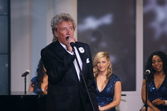Rod Stewart at HSN (sergio_leenen) Tags: lighting christmas home television set shopping studio orlando florida stewart rod production network lit cpr audio complete resources asr backline hsn proevents wwwcprhqpro wwwcompleteproductionresourcescom