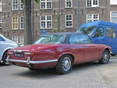 JAGUAR XJ6 4.2 Coupé Series-2 Automatic, 1977 (ClassicsOnTheStreet) Tags: classic amsterdam automatic 70s oldtimer british streetphoto spotted jaguar 1977 import 42 coupé streetview jordaan 2012 lyons imported 42c bl xj6 series2 lindengracht klassieker 6cylinder 2dr gespot straatfoto carspot 6cilinder williamlyons tweedeurs ingevoerd 92ya75