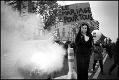 Apparition ? (Eric Kadijevic) Tags: leica paris france m8 24mm montparnasse marche mystic madone manif manifestation grve colre droits mysterius austrit pouvoirdachat asphrique 14novembre2012 lemariagepourtous