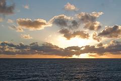 Finistre sud, Moelan sur mer, Bretagne : coucher de soleil sur les Glnans (www.gite-moelan.fr) Tags: mer soleil pentax coucher bretagne sur tamron voile cole sud les finistre glnans moelan