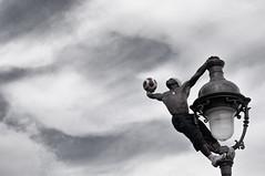 (Riccardo Senia) Tags: sky man paris lamp ball football muscle soccer uomo cielo mont montmatre fit matre calcio parigi atleta fitnes muscolo lampio
