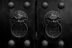 Buddha Tooth Relic Temple Door (travelingniftyfifty) Tags: drivingback smca50mmf17 travellingniftyfifty