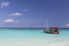 Nungwi (magomu) Tags: nungwi zanzibar beach playa boat barca sand arena