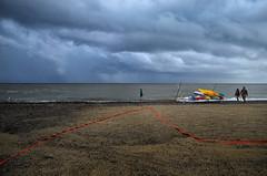 la sottile linea rossa (pamo67) Tags: pamo67 thethinredline spiaggia beach coppia pair riva shore nuvoloso cloudy linea line canoe canoes colori colors mare sea estate summer temporale thunderstorm pasqualemozzillo