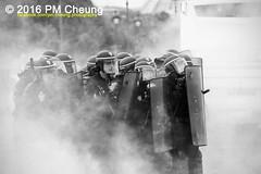 Manifestation nationale à Paris contre la Loi travail - 14.06.2016 – Paris (FR) – IMG_5072 (PM Cheung) Tags: loitravail paris frankreich proteste mobilisationénorme cgt sncf euro2016 demonstration manifestationnationaleàpariscontrelaloitravail 14062016 blockaden 2016 demo mengcheungpo gewerkschaftsprotest tränengas wasserwerfer confédérationgénéraledutravail arbeitsmarktreform lesboches nuitdebout antagonistischenblock pmcheung blockupy polizei crs facebookcompmcheungphotography polizeipräfektur krawalle ausschreitungen auseinandersetzungen compagniesrépublicainesdesécurité police landesweitegrosdemonstrationgegendiearbeitsmarktreform loitravail14062016 manif14juin manifestation démosphère parisdebout soulevetoi labac bac françoishollande myriamelkhomri esplanadeinvalides manifestationnationaleàparis manif csgas molotowcocktail molotov blackwhite schwarzweis bw