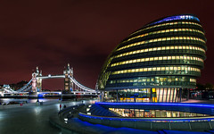City Hall, London (s_p_o_c) Tags: light london thames architecture night towerbridge cityhall architect normanfoster morelondon thescoop arkitektur fosterpartners arkitekt morelondondevelopmentltd townshendlandscapearchitects
