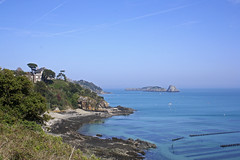 Cancale par le chemin ctier (iris.din) Tags: panorama mer nature look landscape coast seaside view shot bretagne cte beaut level 1001nights paysage vue transparence rochers dcouvrir balade randonne sauvage huitres vgtation cancale eaux beautifulearth pittoresque gr34 magicworld 2best criques flickraward parcshuitres blinkagain flickrstruereflection1 flickrstruereflectionlevel1 me2youphotographylevel1 lesrimains ileetvilainectedmeraude magicworldbeautifulscenery proximitstmalo thelooklevel1the beautifulshotbestshot