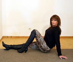 Jaguar leggings (Gabriela Winter) Tags: black leather print leo boots leopard overknee leggings