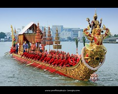 Royal Barge Procession 2012 #14 | Series Finale! (I Prahin | www.southeastasia-images.com) Tags: red river thailand religious golden boat wooden costume bangkok buddha traditional navy royal sailors vessel carving historical procession serpent stern barge watarun majesty 2012 naga oars teak flotilla auspicious ramaix royalthainavy craftsmenship royalkathinceremony totallythailand bestcapturesaoi