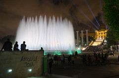 Font Magica (Thomas Straubinger) Tags: barcelona show people water fountain spectacular spain wasser brunnen menschen font sight humans spanien attraction mustsee magica showplace sehenswrdigkeit attraktion spektakulr