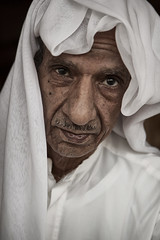 Glance (Ibrahim Almulhim ) Tags: portrait people color canon flickr islam arab saudi ibrahim ksa   ibrahimalmulhim