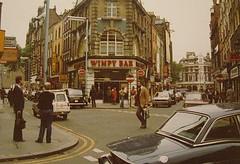 LONDON July 1978 pic77 (streamer020nl) Tags: uk england cinema london cars soho gb 70s 1978 eds 1970s 1000 oldcomptonstreet wimpy greekstreet moorstreet cinemaclub llh wimpybar louiselh