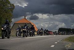 Lng k p vgen in #7 (George The Photographer) Tags: turinge sdermanland sweden mlarenrunt lnsvg e3 gamlae3 folkfest byggnad fordon vg uppvisning motorfolk motorintresserade sammankomst motorcykel mc people fattigstugan moln se