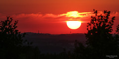 Gas ballon (Zaphod Beeblebrox 1970) Tags: abend deutschland ennepetal germany gevelsberg himmel nrw sonne sonnenuntergang clouds landscape red rot sky sun sunset