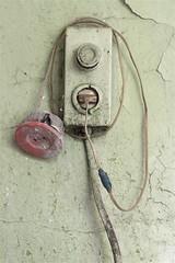 Soviet electrical improvisation. / Sowjetische elektrische Improvisation. Eine Unterputzdose als Verlngerungsleitung zweckentfremdet. Mit Klebeband geflickter Leitung. (Sperrgebiet) Tags: improvisation electric elektrik