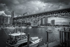 Rain Is Coming #2 - Vancouver, Canada (, ) (dlau Photography) Tags: rain vancouver canada    dock   lunch    travel tourist vacation visitor people lifestyle life style sightseeing   trip   local   city  urban tour scenery   weather   monochrome  blackandwhite black white    twop soe