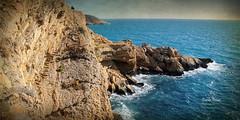 """(302/16) Escaleras """"automticas"""" (Pablo Arias) Tags: pabloarias photoshop nxd cielo nubes texturas paisaje acantilado roca risco mar agua formacinrocosa marmediterrneo"""