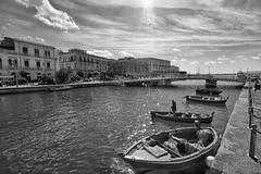 ortigia (mat56.) Tags: bridge black monochrome boats monocromo landscapes withe barche ponte sicily paesaggi bianco nero sicilia siracusa ortigia mat56