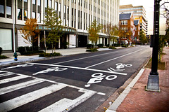 2012 11 22 - 5179 - DC - L St at 11th St NW (thisisbossi) Tags: usa streets bicycling cycling washingtondc dc downtown published nw unitedstates northwest bikes lstreet blogs bicycles roads 11thstreet pavementmarkings eleventhstreet ggw sharrows bikeboxes washcycle ward2 greatergreaterwashington sharedlanes bicycleboxes