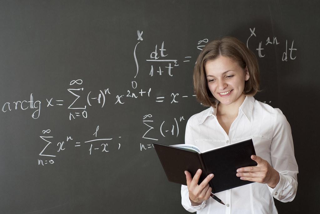 Αποτέλεσμα εικόνας για beauty women teaching in the classroom