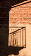 serenata (Matiluba) Tags: shadow muro wall ombra balcone