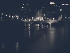Paisajes nocturnos (_Zahira_) Tags: madrid bridge rio night puente lafotodelasemana lights luces noche bokeh olympus desenfoque farolas reflejos virado 50mmf18 desenfocado e500 uro ltytrx5 ltytr1 50mmom