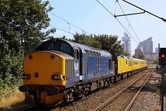 The changing Skyline (Chris Baines) Tags: europhoenix 37608 network rail test train hackney wick coach mentor