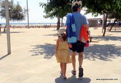 Beach Road. (Angela Curado) Tags: angelacurado barcelona beach barceloneta banys platja pare filla