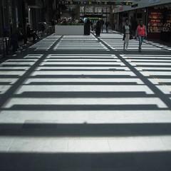 Zon en schaduw - Sun and shadow (naturum) Tags: 2016 april centraalstation centralstation interieur interior interir lente malm schaduw shadow skugga sol spring station sun sverige sweden vr voorjaar zebra zon zweden skne scania