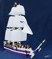MCS Filo Morado (gid617) Tags: lego ship sails purple cannons minifigures sailing ocean lanterns white black sailors eslandola bobs brethren brick seas mctc railing cannon fire shoot