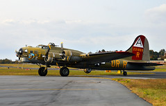 Boeing B-17 Nine O Nine taxiing (Thumpr455) Tags: plane airplane nikon aircraft wwii b17 boeing bomber flyingfortress warbird d800 greenvillesouthcarolina collingsfoundation nineonine greenvilledowntownairport 4engine afnikkor24120mmf3556d