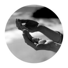 (Helena Aguilar i Mayans) Tags: sea shells circle mar hands manos mans conchas petxines