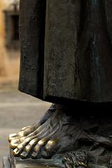 Los pies del santo I (DavidJGB) Tags: sculpture art monument saint metal architecture foot arquitectura arte time monumento escultura pies cceres santo tiempo extremadura