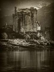 Urquhart Castle (AlmaArte Photography) Tags: lake mountains castle art blancoynegro water landscape lago scotland highlands agua arte artistic paisaje wb escocia bn castillo montaas whiteandblack artstico 140b almaarte almaarteii estefaniamarco