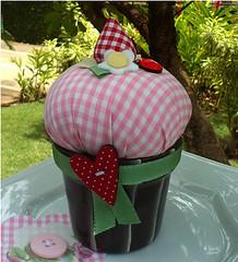 Cupcake em Patchwork e Cerâmica (Artemanhas por Daniela Lima) Tags: decoração alfineteiro cupcakeempatchworkecerâmica