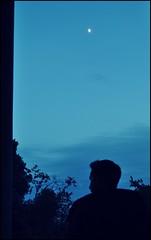 Laberinto de Horta (Empatia Efímera) Tags: sky people moon contraluz persona arboles paz luna cielo silueta backlighting horta tranquilidad laberinto