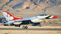 THUNDERBIRDS 5 LANDING /  (bluerain2012) Tags: lasvegas military thunderbirds nellisafb   d3200  aviationnation2012