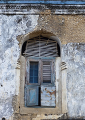 Old window House In Kilwa Kivinje,tanzania (Eric Lafforgue) Tags: voyage africa travel window vertical architecture tanzania outdoors photography photographie oldhouse fenetre swahili afrique 0213 eastafrica pleinair tanzanie exterieur colorpicture photocouleur arabicstyle afriquedelest enhauteur colourpicture kilwakivinje