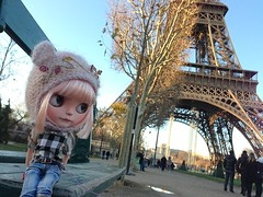 Eiffel Tower - Paris (Aya_27) Tags: bear pink paris france hat check eiffeltower peach blythe custom burberry tiina rbl primadollypeach shirtbyme justtiina petitecreayations