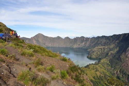 Air Asia Group from Singapore joint Hiking Mount Rinjani package 5 day 4 night